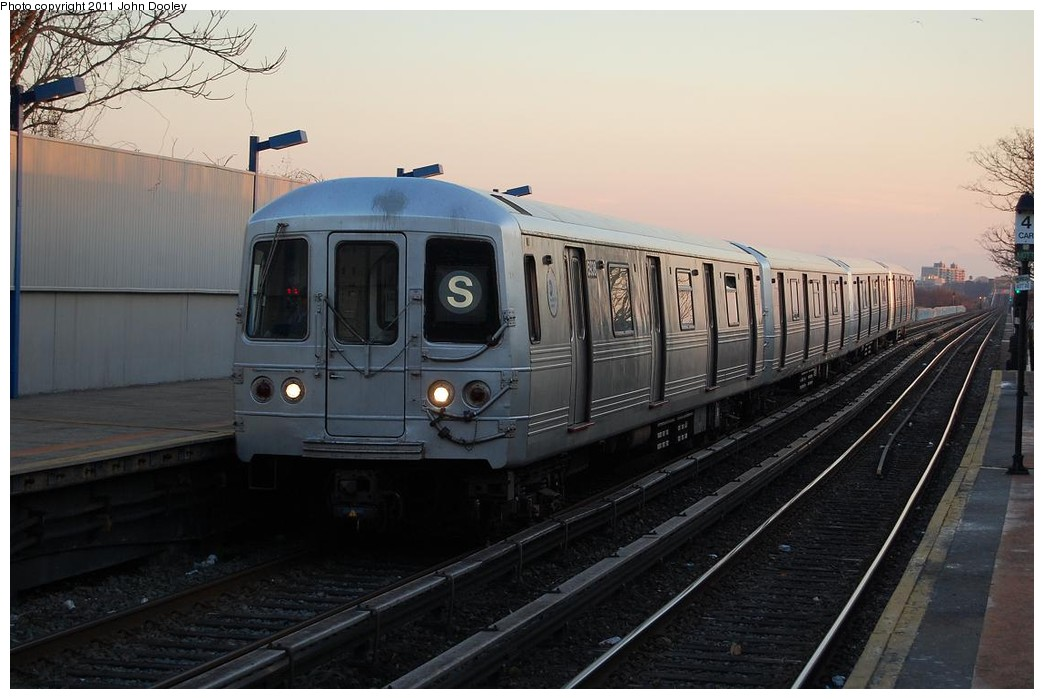 (195k, 1044x699)<br><b>Country:</b> United States<br><b>City:</b> New York<br><b>System:</b> New York City Transit<br><b>Line:</b> IND Rockaway<br><b>Location:</b> Broad Channel <br><b>Route:</b> S<br><b>Car:</b> R-46 (Pullman-Standard, 1974-75) 5938 <br><b>Photo by:</b> John Dooley<br><b>Date:</b> 12/17/2010<br><b>Viewed (this week/total):</b> 4 / 845