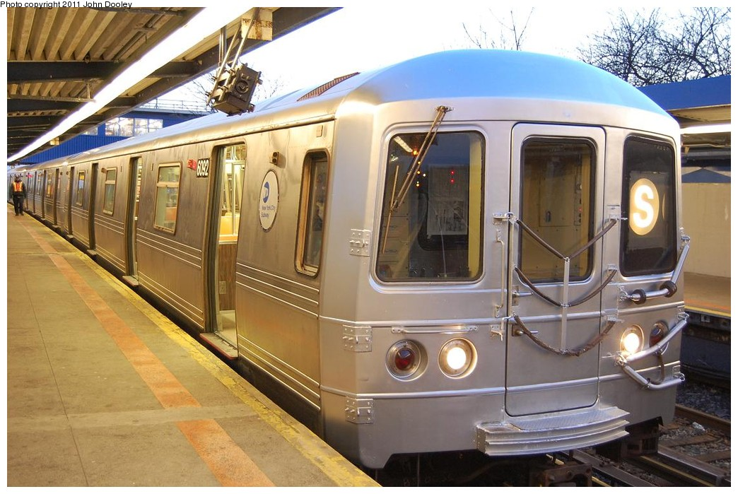 (236k, 1044x699)<br><b>Country:</b> United States<br><b>City:</b> New York<br><b>System:</b> New York City Transit<br><b>Line:</b> IND Rockaway<br><b>Location:</b> Broad Channel <br><b>Route:</b> S<br><b>Car:</b> R-46 (Pullman-Standard, 1974-75) 6092 <br><b>Photo by:</b> John Dooley<br><b>Date:</b> 12/17/2010<br><b>Viewed (this week/total):</b> 2 / 551