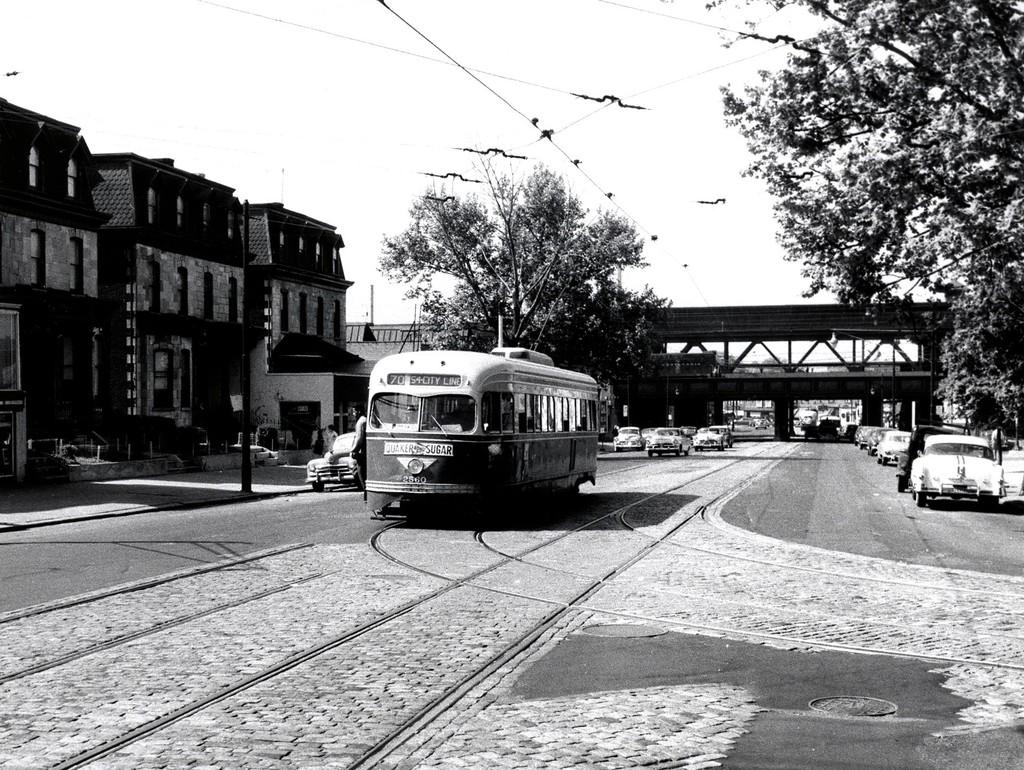 (280k, 1024x770)<br><b>Country:</b> United States<br><b>City:</b> New York<br><b>System:</b> New York City Transit<br><b>Location:</b> 52nd/Jefferson<br><b>Route:</b> Rt 70<br><b>Car:</b> PTC/SEPTA Pre-war Air-car PCC (St.Louis, 1940)  2560 <br><b>Collection of:</b> George Conrad Collection<br><b>Date:</b> 5/21/1955<br><b>Notes:</b> 52nd St<br><b>Viewed (this week/total):</b> 0 / 835