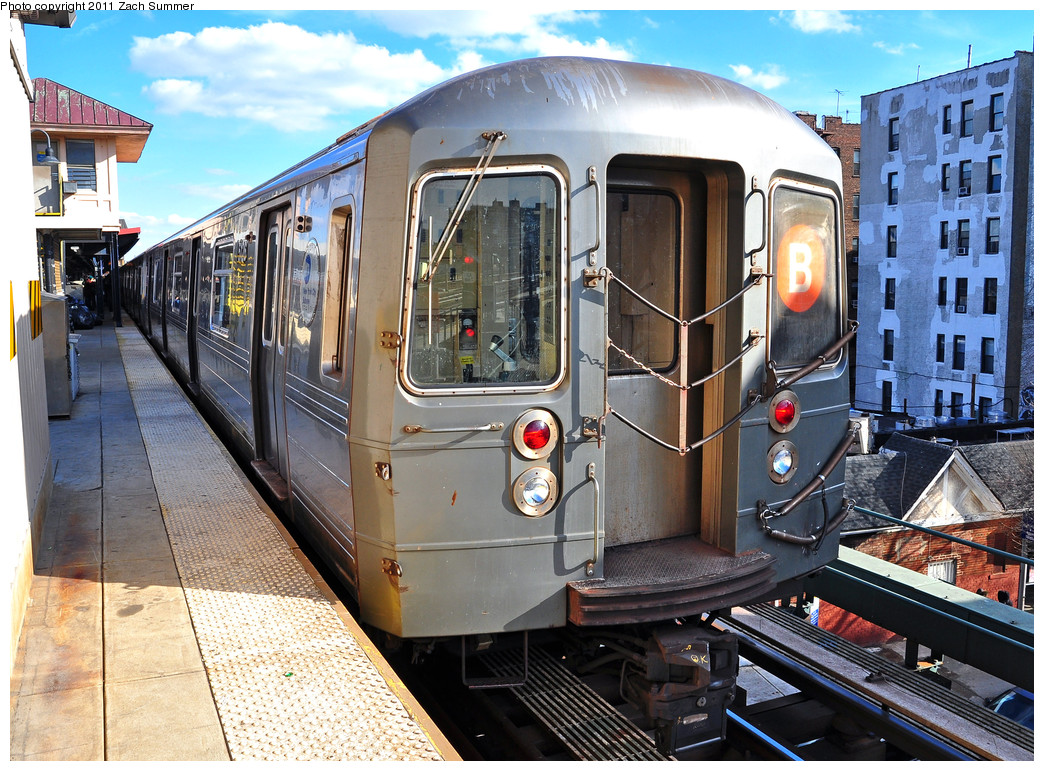 (358k, 1044x771)<br><b>Country:</b> United States<br><b>City:</b> New York<br><b>System:</b> New York City Transit<br><b>Line:</b> BMT Brighton Line<br><b>Location:</b> Brighton Beach <br><b>Route:</b> B Layup<br><b>Car:</b> R-68A (Kawasaki, 1988-1989)  5126 <br><b>Photo by:</b> Zach Summer<br><b>Date:</b> 1/5/2011<br><b>Viewed (this week/total):</b> 1 / 451