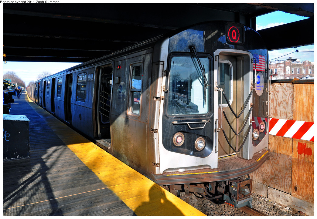 (314k, 1044x722)<br><b>Country:</b> United States<br><b>City:</b> New York<br><b>System:</b> New York City Transit<br><b>Line:</b> BMT Brighton Line<br><b>Location:</b> Kings Highway <br><b>Route:</b> Q<br><b>Car:</b> R-160B (Kawasaki, 2005-2008)  8942 <br><b>Photo by:</b> Zach Summer<br><b>Date:</b> 1/5/2011<br><b>Viewed (this week/total):</b> 0 / 718