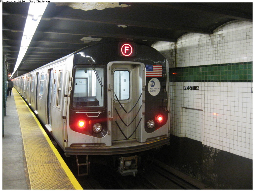 (203k, 1044x788)<br><b>Country:</b> United States<br><b>City:</b> New York<br><b>System:</b> New York City Transit<br><b>Line:</b> IND 6th Avenue Line<br><b>Location:</b> West 4th Street/Washington Square <br><b>Route:</b> F<br><b>Car:</b> R-160A (Option 1) (Alstom, 2008-2009, 5 car sets)  9463 <br><b>Photo by:</b> Gary Chatterton<br><b>Date:</b> 10/31/2010<br><b>Viewed (this week/total):</b> 1 / 581