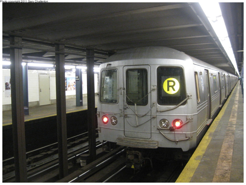 (188k, 1044x788)<br><b>Country:</b> United States<br><b>City:</b> New York<br><b>System:</b> New York City Transit<br><b>Line:</b> IND Queens Boulevard Line<br><b>Location:</b> 46th Street <br><b>Route:</b> R<br><b>Car:</b> R-46 (Pullman-Standard, 1974-75) 5634 <br><b>Photo by:</b> Gary Chatterton<br><b>Date:</b> 1/31/2011<br><b>Viewed (this week/total):</b> 0 / 371