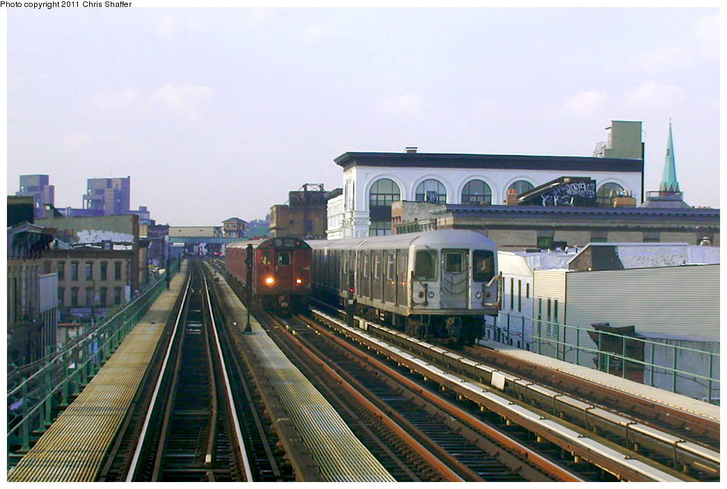 (248k, 1044x703)<br><b>Country:</b> United States<br><b>City:</b> New York<br><b>System:</b> New York City Transit<br><b>Line:</b> BMT Nassau Street/Jamaica Line<br><b>Location:</b> Kosciuszko Street <br><b>Route:</b> Fan Trip<br><b>Car:</b> R-33 World's Fair (St. Louis, 1963-64) 9338 <br><b>Photo by:</b> Chris C. Shaffer<br><b>Date:</b> 12/8/2002<br><b>Notes:</b> With R-42<br><b>Viewed (this week/total):</b> 0 / 1012