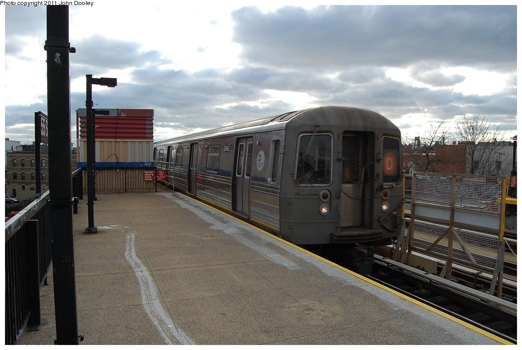 (219k, 1044x699)<br><b>Country:</b> United States<br><b>City:</b> New York<br><b>System:</b> New York City Transit<br><b>Line:</b> BMT West End Line<br><b>Location:</b> 55th Street <br><b>Route:</b> D<br><b>Car:</b> R-68 (Westinghouse-Amrail, 1986-1988)  2648 <br><b>Photo by:</b> John Dooley<br><b>Date:</b> 12/4/2010<br><b>Viewed (this week/total):</b> 2 / 335