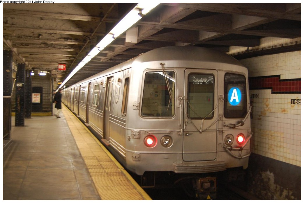 (194k, 1044x699)<br><b>Country:</b> United States<br><b>City:</b> New York<br><b>System:</b> New York City Transit<br><b>Line:</b> IND 8th Avenue Line<br><b>Location:</b> 168th Street <br><b>Route:</b> A<br><b>Car:</b> R-46 (Pullman-Standard, 1974-75) 6258 <br><b>Photo by:</b> John Dooley<br><b>Date:</b> 12/3/2010<br><b>Viewed (this week/total):</b> 0 / 1231