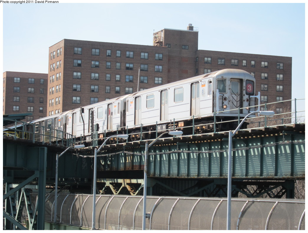 (231k, 1044x788)<br><b>Country:</b> United States<br><b>City:</b> New York<br><b>System:</b> New York City Transit<br><b>Line:</b> BMT Canarsie Line<br><b>Location:</b> Livonia Avenue <br><b>Route:</b> 3<br><b>Car:</b> R-62 (Kawasaki, 1983-1985)  1425 <br><b>Photo by:</b> David Pirmann<br><b>Date:</b> 4/9/2011<br><b>Notes:</b> View of IRT from Canarsie line platform.<br><b>Viewed (this week/total):</b> 0 / 826