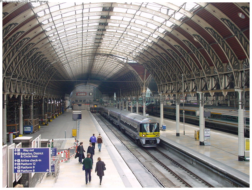 (261k, 1044x788)<br><b>Country:</b> United Kingdom<br><b>City:</b> London<br><b>System:</b> London Main Line Rail<br><b>Location:</b> Paddington<br><b>Route:</b> Heathrow Express<br><b>Photo by:</b> David Pirmann<br><b>Date:</b> 4/22/2000<br><b>Viewed (this week/total):</b> 2 / 3908