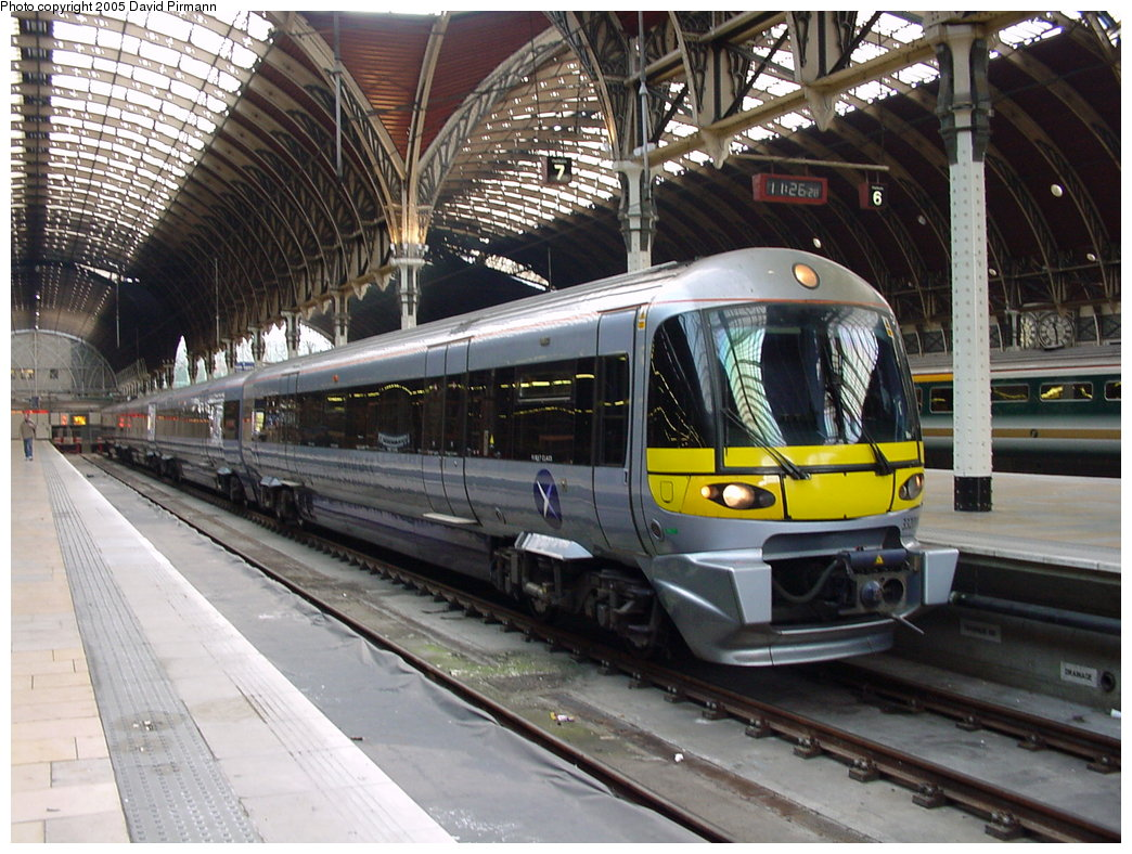 (212k, 1044x788)<br><b>Country:</b> United Kingdom<br><b>City:</b> London<br><b>System:</b> London Main Line Rail<br><b>Location:</b> Paddington<br><b>Route:</b> Heathrow Express<br><b>Photo by:</b> David Pirmann<br><b>Date:</b> 4/22/2000<br><b>Viewed (this week/total):</b> 5 / 2966