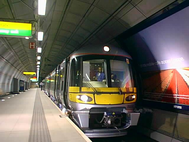 (38k, 640x480)<br><b>Country:</b> United Kingdom<br><b>City:</b> London<br><b>System:</b> London Main Line Rail<br><b>Location:</b> Heathrow Airport<br><b>Route:</b> Heathrow Express<br><b>Photo by:</b> Rob Morel<br><b>Date:</b> 9/4/1999<br><b>Notes:</b> Heathrow Exp.<br><b>Viewed (this week/total):</b> 8 / 4533