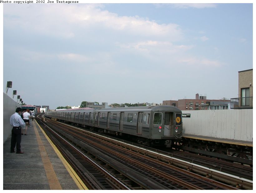 (97k, 820x620)<br><b>Country:</b> United States<br><b>City:</b> New York<br><b>System:</b> New York City Transit<br><b>Line:</b> BMT Astoria Line<br><b>Location:</b> 30th/Grand Aves. <br><b>Route:</b> N<br><b>Car:</b> R-68 (Westinghouse-Amrail, 1986-1988)  2758 <br><b>Photo by:</b> Joe Testagrose<br><b>Date:</b> 6/19/2002<br><b>Viewed (this week/total):</b> 0 / 2889
