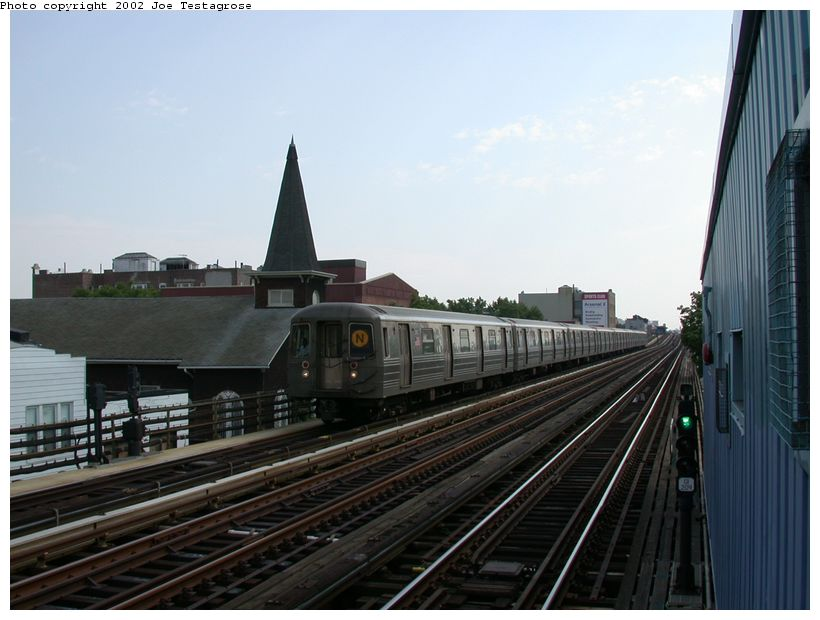 (106k, 820x620)<br><b>Country:</b> United States<br><b>City:</b> New York<br><b>System:</b> New York City Transit<br><b>Line:</b> BMT Astoria Line<br><b>Location:</b> 30th/Grand Aves. <br><b>Route:</b> N<br><b>Car:</b> R-68 (Westinghouse-Amrail, 1986-1988)  2902 <br><b>Photo by:</b> Joe Testagrose<br><b>Date:</b> 6/19/2002<br><b>Viewed (this week/total):</b> 0 / 2987