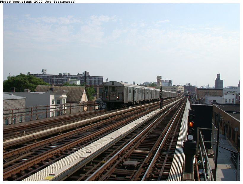 (120k, 820x620)<br><b>Country:</b> United States<br><b>City:</b> New York<br><b>System:</b> New York City Transit<br><b>Line:</b> BMT Astoria Line<br><b>Location:</b> 36th/Washington Aves. <br><b>Car:</b> R-32 (Budd, 1964)  3809 <br><b>Photo by:</b> Joe Testagrose<br><b>Date:</b> 6/19/2002<br><b>Viewed (this week/total):</b> 0 / 3607