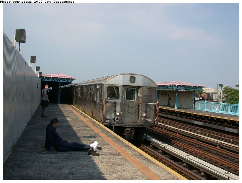 (110k, 820x620)<br><b>Country:</b> United States<br><b>City:</b> New York<br><b>System:</b> New York City Transit<br><b>Line:</b> BMT Astoria Line<br><b>Location:</b> 36th/Washington Aves. <br><b>Car:</b> R-32 (Budd, 1964)  3842 <br><b>Photo by:</b> Joe Testagrose<br><b>Date:</b> 6/19/2002<br><b>Viewed (this week/total):</b> 3 / 3652