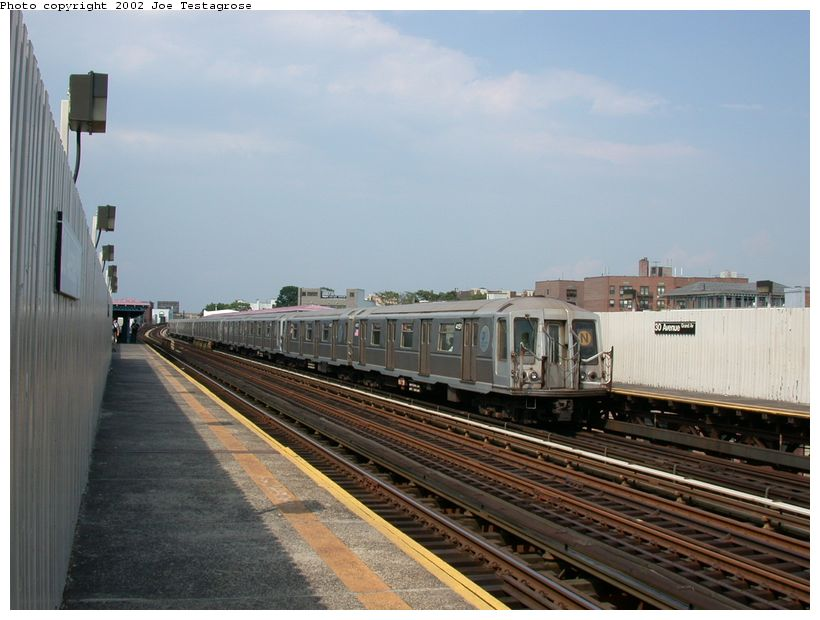 (109k, 820x620)<br><b>Country:</b> United States<br><b>City:</b> New York<br><b>System:</b> New York City Transit<br><b>Line:</b> BMT Astoria Line<br><b>Location:</b> 30th/Grand Aves. <br><b>Route:</b> Q<br><b>Car:</b> R-40 (St. Louis, 1968)  4151 <br><b>Photo by:</b> Joe Testagrose<br><b>Date:</b> 6/19/2002<br><b>Viewed (this week/total):</b> 0 / 4747