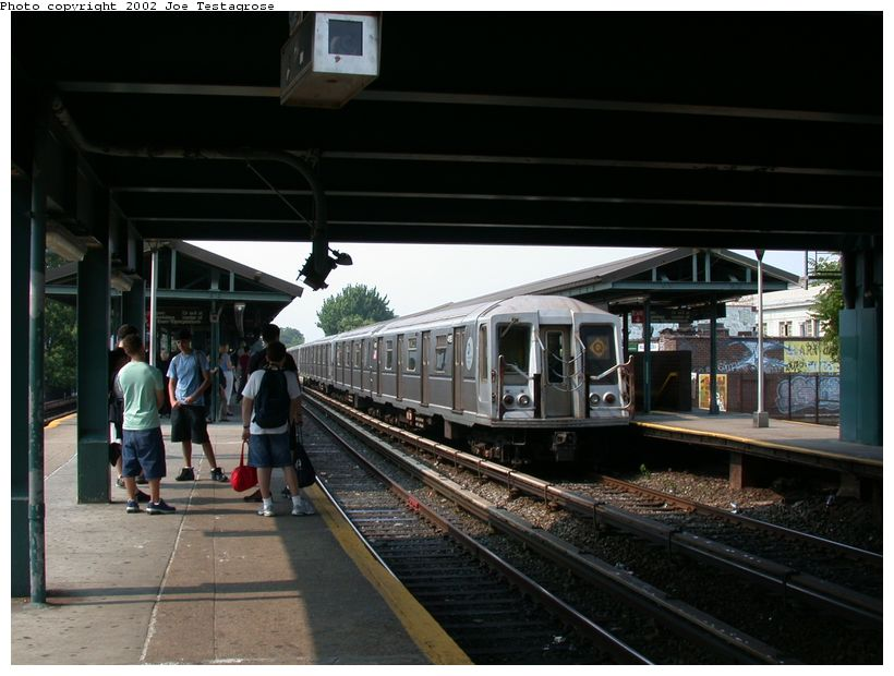 (115k, 820x620)<br><b>Country:</b> United States<br><b>City:</b> New York<br><b>System:</b> New York City Transit<br><b>Line:</b> BMT Brighton Line<br><b>Location:</b> Kings Highway <br><b>Route:</b> Q<br><b>Car:</b> R-40 (St. Louis, 1968)  4195 <br><b>Photo by:</b> Joe Testagrose<br><b>Date:</b> 6/11/2002<br><b>Viewed (this week/total):</b> 3 / 2929