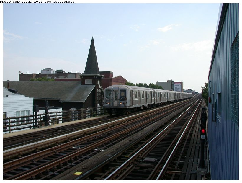 (112k, 820x620)<br><b>Country:</b> United States<br><b>City:</b> New York<br><b>System:</b> New York City Transit<br><b>Line:</b> BMT Astoria Line<br><b>Location:</b> 30th/Grand Aves. <br><b>Route:</b> N<br><b>Car:</b> R-40 (St. Louis, 1968)  4275 <br><b>Photo by:</b> Joe Testagrose<br><b>Date:</b> 6/19/2002<br><b>Viewed (this week/total):</b> 2 / 3809