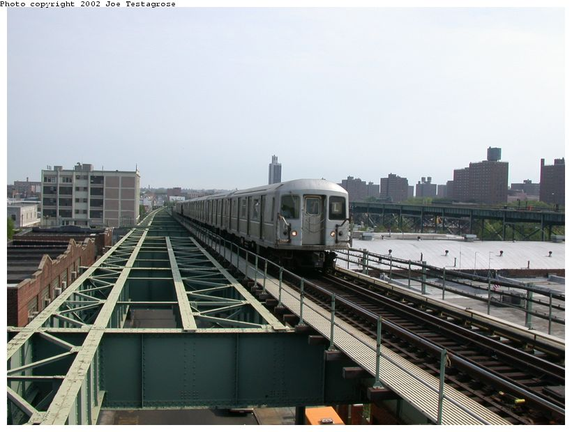 (114k, 820x620)<br><b>Country:</b> United States<br><b>City:</b> New York<br><b>System:</b> New York City Transit<br><b>Line:</b> BMT Canarsie Line<br><b>Location:</b> Atlantic Avenue <br><b>Route:</b> L<br><b>Car:</b> R-40M (St. Louis, 1969)  4483 <br><b>Photo by:</b> Joe Testagrose<br><b>Date:</b> 5/27/2002<br><b>Viewed (this week/total):</b> 3 / 4037