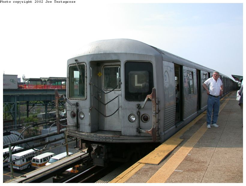 (110k, 820x620)<br><b>Country:</b> United States<br><b>City:</b> New York<br><b>System:</b> New York City Transit<br><b>Line:</b> BMT Canarsie Line<br><b>Location:</b> Atlantic Avenue <br><b>Route:</b> L<br><b>Car:</b> R-42 (St. Louis, 1969-1970)  4586 <br><b>Photo by:</b> Joe Testagrose<br><b>Date:</b> 5/27/2002<br><b>Viewed (this week/total):</b> 2 / 3911