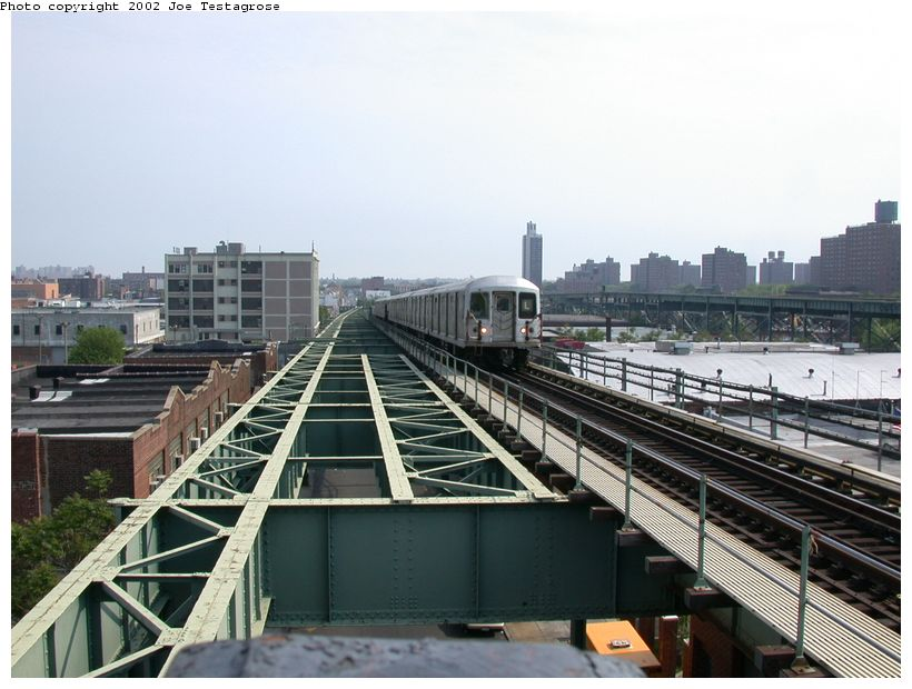 (121k, 820x620)<br><b>Country:</b> United States<br><b>City:</b> New York<br><b>System:</b> New York City Transit<br><b>Line:</b> BMT Canarsie Line<br><b>Location:</b> Atlantic Avenue <br><b>Route:</b> L<br><b>Car:</b> R-42 (St. Louis, 1969-1970)  4723 <br><b>Photo by:</b> Joe Testagrose<br><b>Date:</b> 5/27/2002<br><b>Viewed (this week/total):</b> 3 / 4713