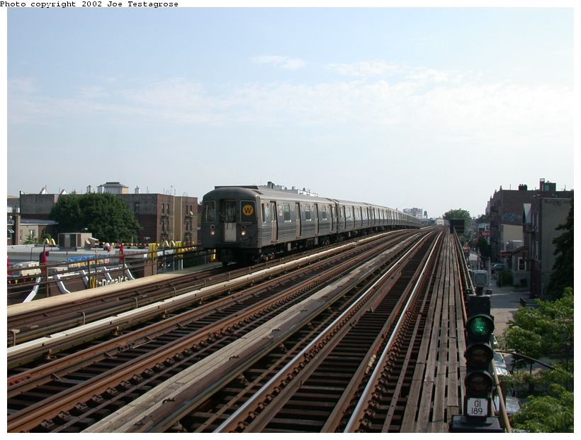 (119k, 820x620)<br><b>Country:</b> United States<br><b>City:</b> New York<br><b>System:</b> New York City Transit<br><b>Line:</b> BMT Astoria Line<br><b>Location:</b> Broadway <br><b>Route:</b> W<br><b>Car:</b> R-68A (Kawasaki, 1988-1989)  5030 <br><b>Photo by:</b> Joe Testagrose<br><b>Date:</b> 6/19/2002<br><b>Viewed (this week/total):</b> 0 / 3172