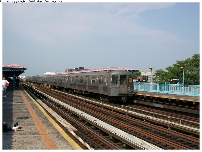 (120k, 820x620)<br><b>Country:</b> United States<br><b>City:</b> New York<br><b>System:</b> New York City Transit<br><b>Line:</b> BMT Astoria Line<br><b>Location:</b> 36th/Washington Aves. <br><b>Route:</b> W<br><b>Car:</b> R-68A (Kawasaki, 1988-1989)  5142 <br><b>Photo by:</b> Joe Testagrose<br><b>Date:</b> 6/19/2002<br><b>Viewed (this week/total):</b> 2 / 3340