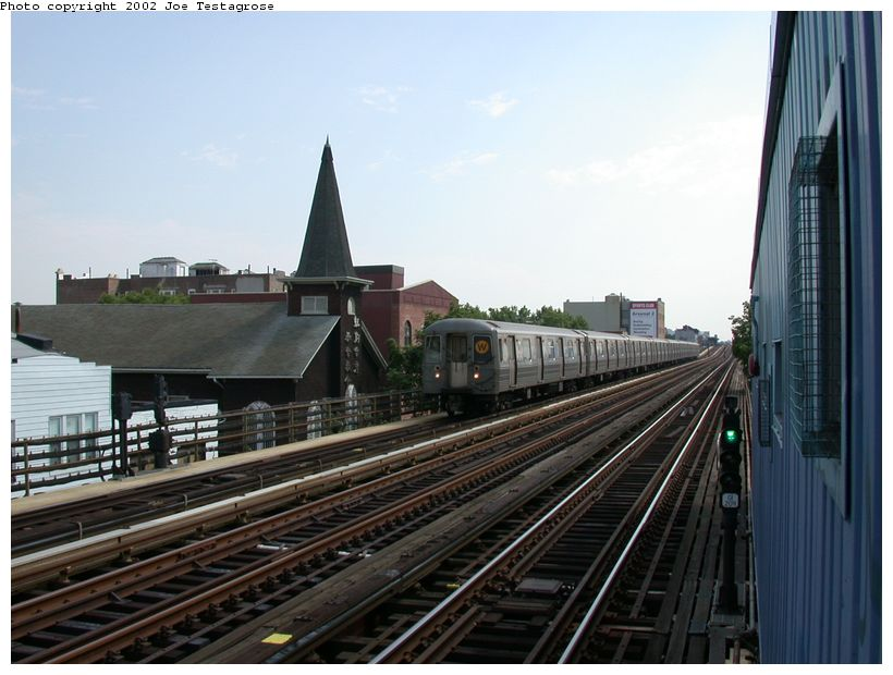 (114k, 820x620)<br><b>Country:</b> United States<br><b>City:</b> New York<br><b>System:</b> New York City Transit<br><b>Line:</b> BMT Astoria Line<br><b>Location:</b> 30th/Grand Aves. <br><b>Route:</b> W<br><b>Car:</b> R-68A (Kawasaki, 1988-1989)  5186 <br><b>Photo by:</b> Joe Testagrose<br><b>Date:</b> 6/19/2002<br><b>Viewed (this week/total):</b> 1 / 3600