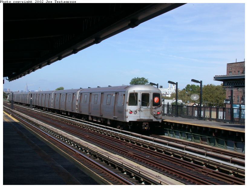 (119k, 820x620)<br><b>Country:</b> United States<br><b>City:</b> New York<br><b>System:</b> New York City Transit<br><b>Line:</b> BMT Culver Line<br><b>Location:</b> Avenue P <br><b>Car:</b> R-46 (Pullman-Standard, 1974-75) 5600 <br><b>Photo by:</b> Joe Testagrose<br><b>Date:</b> 9/22/2002<br><b>Viewed (this week/total):</b> 1 / 3922