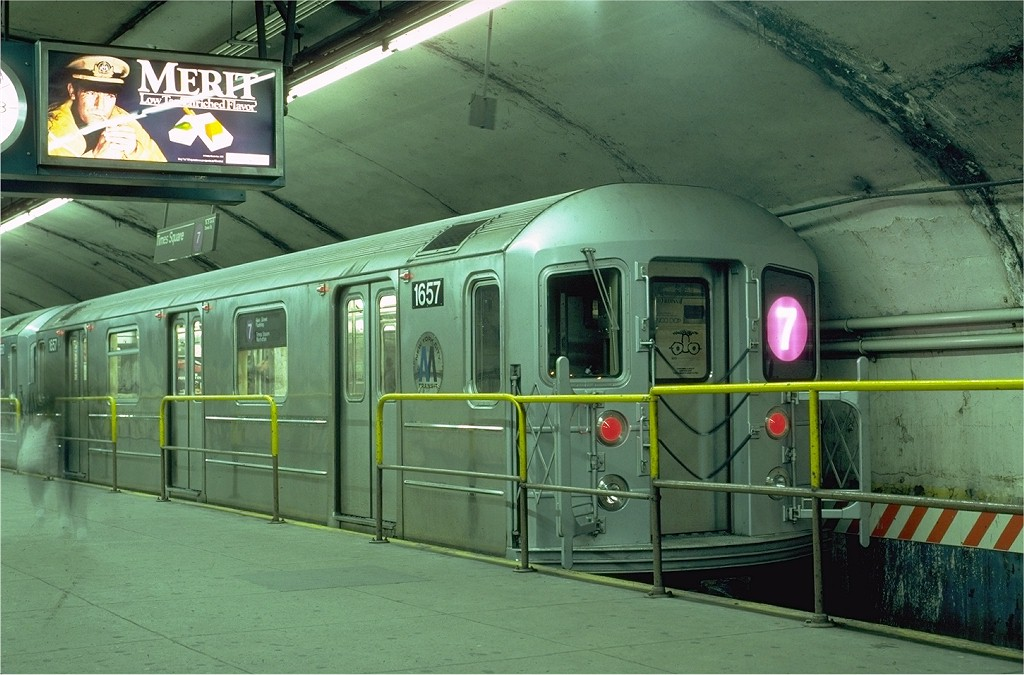 (192k, 1024x675)<br><b>Country:</b> United States<br><b>City:</b> New York<br><b>System:</b> New York City Transit<br><b>Line:</b> IRT Flushing Line<br><b>Location:</b> Grand Central <br><b>Route:</b> 7<br><b>Car:</b> R-62A (Bombardier, 1984-1987)  1657 <br><b>Photo by:</b> Eric Oszustowicz<br><b>Collection of:</b> Joe Testagrose<br><b>Date:</b> 4/20/1985<br><b>Viewed (this week/total):</b> 7 / 14995
