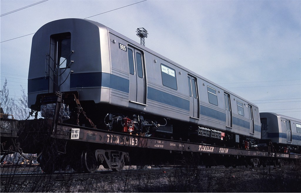 (165k, 1024x657)<br><b>Country:</b> United States<br><b>City:</b> Secaucus, NJ<br><b>System:</b> New York City Transit<br><b>Location:</b> Croxton Yard (NYCTA Equipment Delivery)<br><b>Car:</b> R-46 (Pullman-Standard, 1974-75) 985 <br><b>Photo by:</b> Ed McKernan<br><b>Collection of:</b> Joe Testagrose<br><b>Date:</b> 3/29/1977<br><b>Viewed (this week/total):</b> 0 / 271