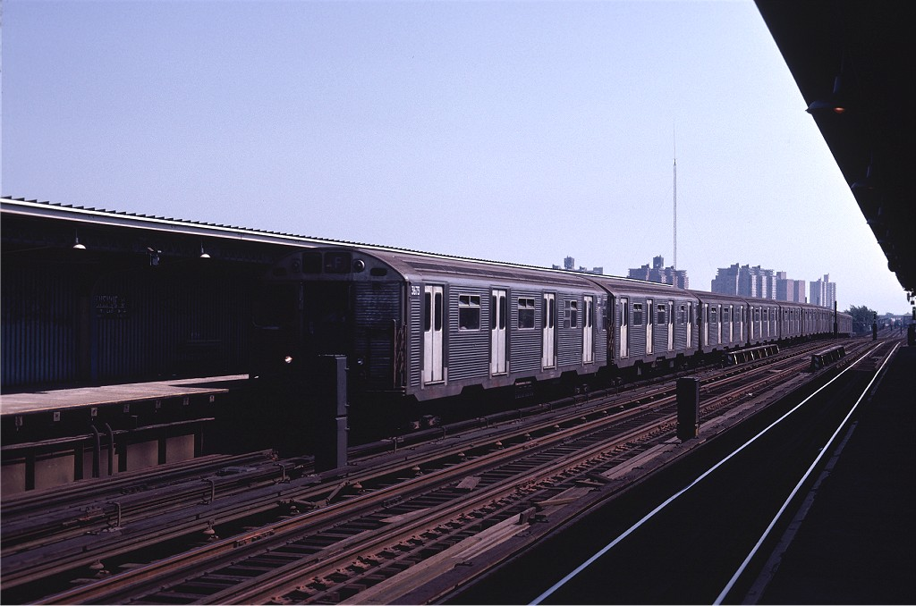 (156k, 1024x678)<br><b>Country:</b> United States<br><b>City:</b> New York<br><b>System:</b> New York City Transit<br><b>Line:</b> BMT Culver Line<br><b>Location:</b> Avenue U <br><b>Route:</b> F<br><b>Car:</b> R-32 (Budd, 1964)  3673 <br><b>Photo by:</b> Joe Testagrose<br><b>Date:</b> 7/4/1980<br><b>Viewed (this week/total):</b> 2 / 295