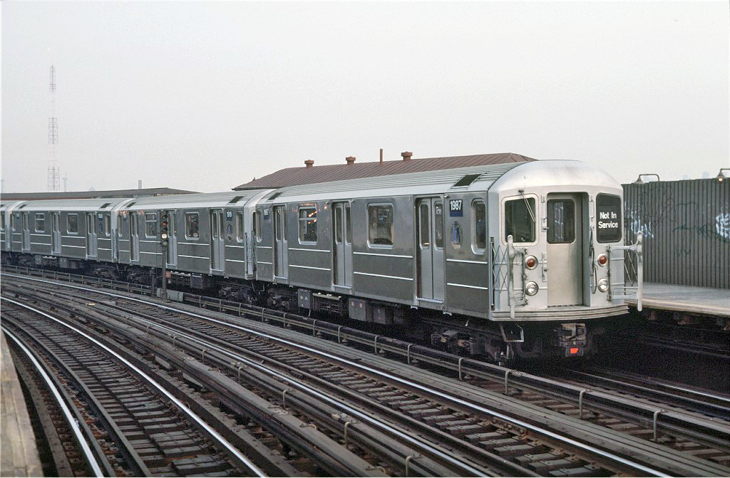 (252k, 1024x671)<br><b>Country:</b> United States<br><b>City:</b> New York<br><b>System:</b> New York City Transit<br><b>Line:</b> IRT White Plains Road Line<br><b>Location:</b> West Farms Sq./East Tremont Ave./177th St. <br><b>Car:</b> R-62A (Bombardier, 1984-1987)  1987 <br><b>Photo by:</b> Steve Zabel<br><b>Collection of:</b> Joe Testagrose<br><b>Date:</b> 11/8/1987<br><b>Viewed (this week/total):</b> 0 / 867