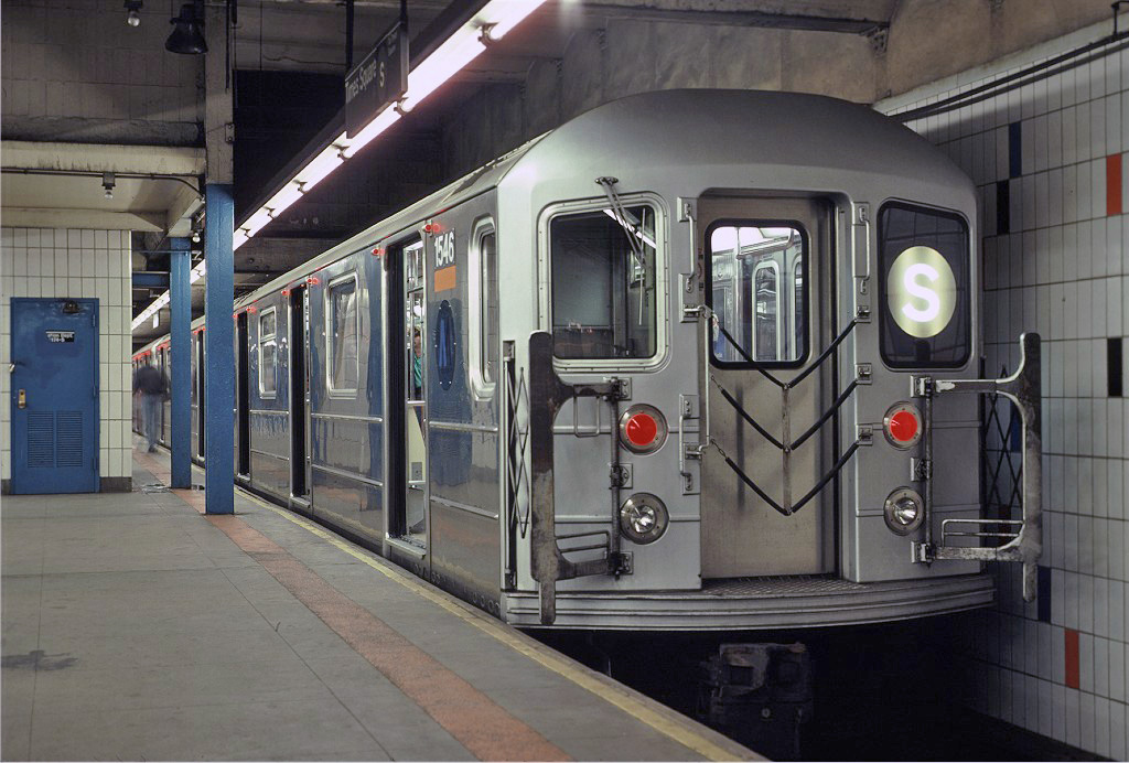 (248k, 1024x692)<br><b>Country:</b> United States<br><b>City:</b> New York<br><b>System:</b> New York City Transit<br><b>Line:</b> IRT Times Square-Grand Central Shuttle<br><b>Location:</b> Grand Central <br><b>Route:</b> S<br><b>Car:</b> R-62 (Kawasaki, 1983-1985)  1546 <br><b>Photo by:</b> Eric Oszustowicz<br><b>Collection of:</b> Joe Testagrose<br><b>Date:</b> 10/19/1987<br><b>Viewed (this week/total):</b> 5 / 823
