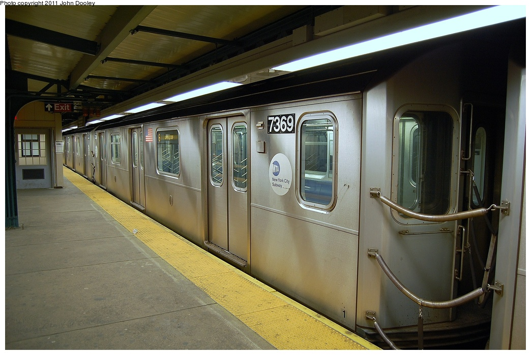 (311k, 1044x699)<br><b>Country:</b> United States<br><b>City:</b> New York<br><b>System:</b> New York City Transit<br><b>Line:</b> IRT Pelham Line<br><b>Location:</b> East 177th Street/Parkchester <br><b>Route:</b> 6<br><b>Car:</b> R-142A (Primary Order, Kawasaki, 1999-2002)  7369 <br><b>Photo by:</b> John Dooley<br><b>Date:</b> 3/2/2011<br><b>Viewed (this week/total):</b> 2 / 783