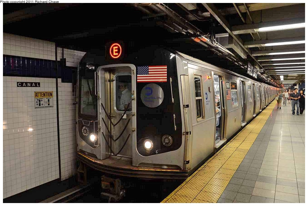 (289k, 1044x699)<br><b>Country:</b> United States<br><b>City:</b> New York<br><b>System:</b> New York City Transit<br><b>Line:</b> IND 8th Avenue Line<br><b>Location:</b> Canal Street-Holland Tunnel <br><b>Route:</b> E<br><b>Car:</b> R-160A (Option 2) (Alstom, 2009, 5-car sets)   <br><b>Photo by:</b> Richard Chase<br><b>Date:</b> 7/14/2011<br><b>Viewed (this week/total):</b> 0 / 1220