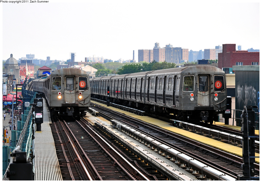(399k, 1044x728)<br><b>Country:</b> United States<br><b>City:</b> New York<br><b>System:</b> New York City Transit<br><b>Line:</b> BMT West End Line<br><b>Location:</b> 20th Avenue <br><b>Route:</b> D<br><b>Car:</b> R-68 (Westinghouse-Amrail, 1986-1988)  2556/2582 <br><b>Photo by:</b> Zach Summer<br><b>Date:</b> 7/22/2011<br><b>Viewed (this week/total):</b> 1 / 354