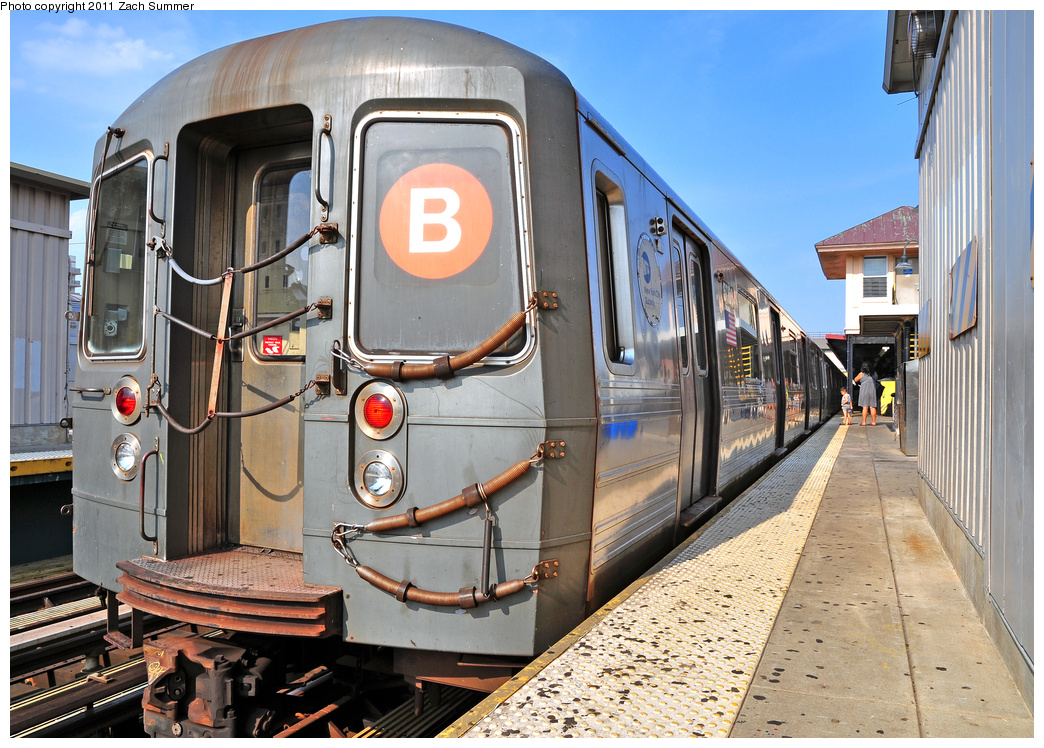 (450k, 1044x748)<br><b>Country:</b> United States<br><b>City:</b> New York<br><b>System:</b> New York City Transit<br><b>Line:</b> BMT Brighton Line<br><b>Location:</b> Brighton Beach <br><b>Route:</b> B<br><b>Car:</b> R-68A (Kawasaki, 1988-1989)  5006 <br><b>Photo by:</b> Zach Summer<br><b>Date:</b> 7/22/2011<br><b>Viewed (this week/total):</b> 2 / 512