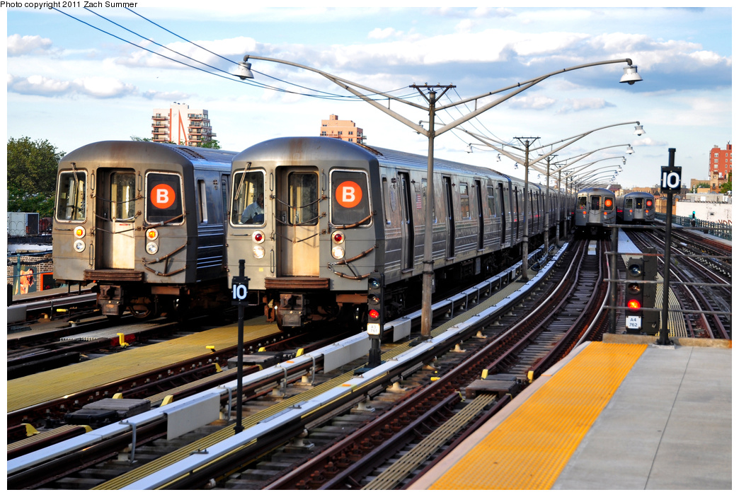 (419k, 1044x703)<br><b>Country:</b> United States<br><b>City:</b> New York<br><b>System:</b> New York City Transit<br><b>Line:</b> BMT Brighton Line<br><b>Location:</b> Ocean Parkway <br><b>Car:</b> R-68A (Kawasaki, 1988-1989)   <br><b>Photo by:</b> Zach Summer<br><b>Date:</b> 7/27/2011<br><b>Notes:</b> L to R, R68A B Layup, R68A 5172 B Yard Move, 2 more R68A B Layups<br><b>Viewed (this week/total):</b> 1 / 488