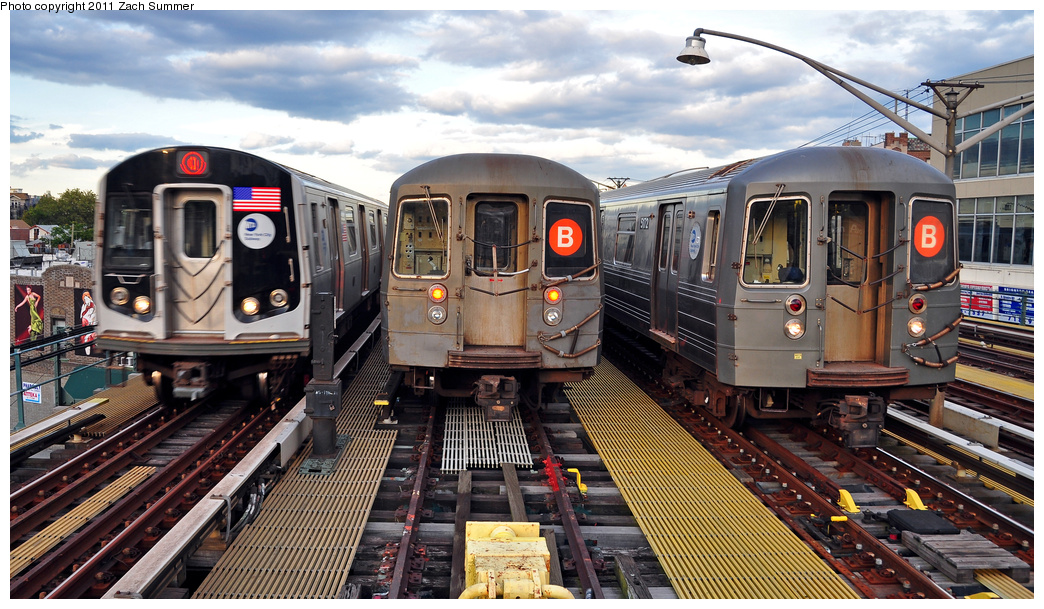 (406k, 1044x609)<br><b>Country:</b> United States<br><b>City:</b> New York<br><b>System:</b> New York City Transit<br><b>Line:</b> BMT Brighton Line<br><b>Location:</b> Ocean Parkway <br><b>Route:</b> Q<br><b>Car:</b> R-160B (Option 1) (Kawasaki, 2008-2009)  9133 <br><b>Photo by:</b> Zach Summer<br><b>Date:</b> 7/27/2011<br><b>Notes:</b> R160B 9133 Q, R68A B Layup, R68A 5172 B Yard Move<br><b>Viewed (this week/total):</b> 2 / 1089