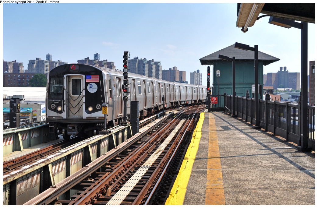 (424k, 1044x683)<br><b>Country:</b> United States<br><b>City:</b> New York<br><b>System:</b> New York City Transit<br><b>Line:</b> BMT Culver Line<br><b>Location:</b> Avenue X <br><b>Route:</b> F Put-In<br><b>Car:</b> R-160A (Option 1) (Alstom, 2008-2009, 5 car sets)  9243 <br><b>Photo by:</b> Zach Summer<br><b>Date:</b> 8/2/2011<br><b>Viewed (this week/total):</b> 4 / 258