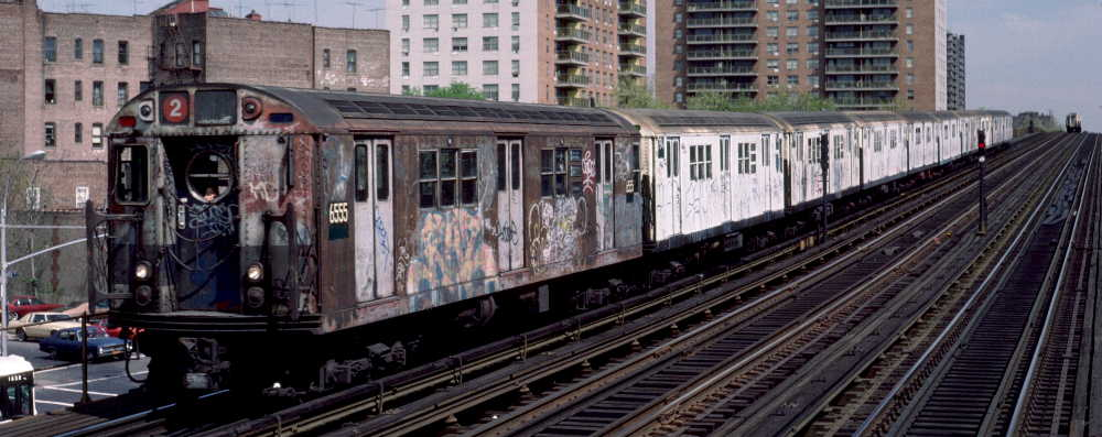 (62k, 1000x397)<br><b>Country:</b> United States<br><b>City:</b> New York<br><b>System:</b> New York City Transit<br><b>Line:</b> IRT White Plains Road Line<br><b>Location:</b> Pelham Parkway <br><b>Route:</b> 2<br><b>Car:</b> R-17 (St. Louis, 1955-56) 6555 <br><b>Photo by:</b> Robert Callahan<br><b>Date:</b> 4/1985<br><b>Viewed (this week/total):</b> 3 / 654