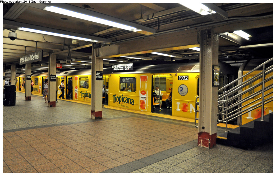 (424k, 1044x667)<br><b>Country:</b> United States<br><b>City:</b> New York<br><b>System:</b> New York City Transit<br><b>Line:</b> IRT Times Square-Grand Central Shuttle<br><b>Location:</b> Grand Central <br><b>Route:</b> S<br><b>Car:</b> R-62A (Bombardier, 1984-1987)  1932 <br><b>Photo by:</b> Zach Summer<br><b>Date:</b> 8/3/2011<br><b>Viewed (this week/total):</b> 0 / 336