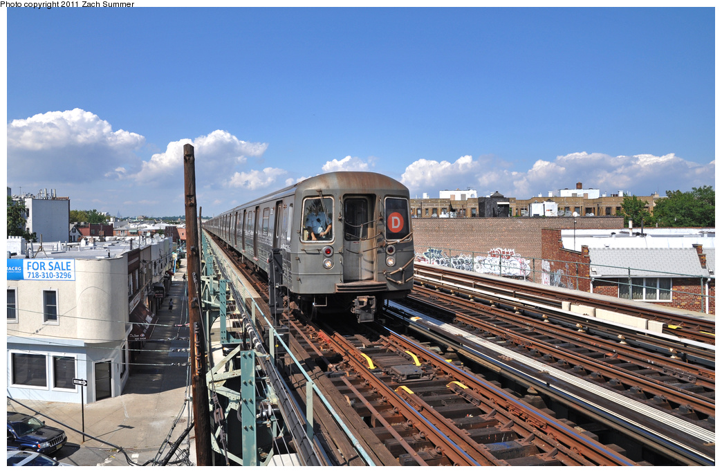 (404k, 1044x684)<br><b>Country:</b> United States<br><b>City:</b> New York<br><b>System:</b> New York City Transit<br><b>Line:</b> BMT West End Line<br><b>Location:</b> 71st Street <br><b>Route:</b> D<br><b>Car:</b> R-68 (Westinghouse-Amrail, 1986-1988)  2712 <br><b>Photo by:</b> Zach Summer<br><b>Date:</b> 8/4/2011<br><b>Viewed (this week/total):</b> 0 / 739