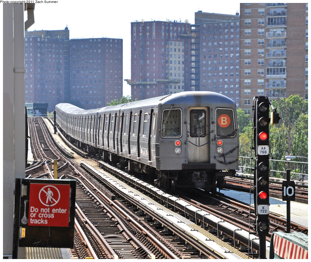 (567k, 1044x881)<br><b>Country:</b> United States<br><b>City:</b> New York<br><b>System:</b> New York City Transit<br><b>Line:</b> BMT Brighton Line<br><b>Location:</b> Ocean Parkway <br><b>Route:</b> B Yard Move<br><b>Car:</b> R-68A (Kawasaki, 1988-1989)  5134 <br><b>Photo by:</b> Zach Summer<br><b>Date:</b> 8/4/2011<br><b>Viewed (this week/total):</b> 6 / 725