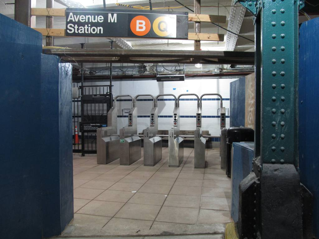 (101k, 1024x768)<br><b>Country:</b> United States<br><b>City:</b> New York<br><b>System:</b> New York City Transit<br><b>Line:</b> BMT Brighton Line<br><b>Location:</b> Avenue M <br><b>Photo by:</b> Robbie Rosenfeld<br><b>Date:</b> 8/16/2011<br><b>Notes:</b> Station reconstruction<br><b>Viewed (this week/total):</b> 0 / 547