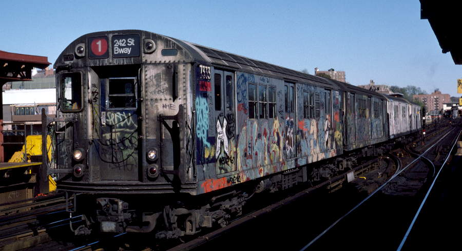 (65k, 900x489)<br><b>Country:</b> United States<br><b>City:</b> New York<br><b>System:</b> New York City Transit<br><b>Line:</b> IRT West Side Line<br><b>Location:</b> 238th Street <br><b>Route:</b> 1<br><b>Car:</b> R-22 (St. Louis, 1957-58) 7333 <br><b>Photo by:</b> Robert Callahan<br><b>Date:</b> 11/3/1984<br><b>Viewed (this week/total):</b> 1 / 541