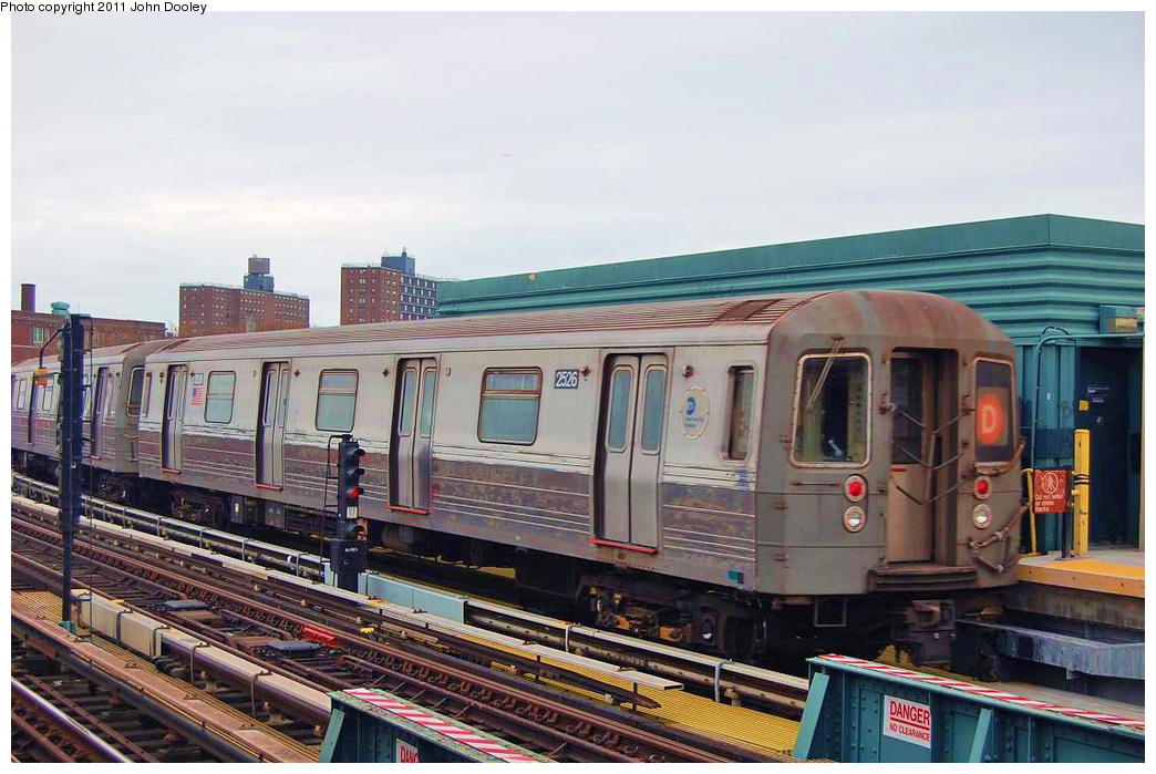 (334k, 1044x699)<br><b>Country:</b> United States<br><b>City:</b> New York<br><b>System:</b> New York City Transit<br><b>Line:</b> BMT West End Line<br><b>Location:</b> 25th Avenue <br><b>Route:</b> D<br><b>Car:</b> R-68 (Westinghouse-Amrail, 1986-1988)  2526 <br><b>Photo by:</b> John Dooley<br><b>Date:</b> 11/30/2010<br><b>Viewed (this week/total):</b> 1 / 308