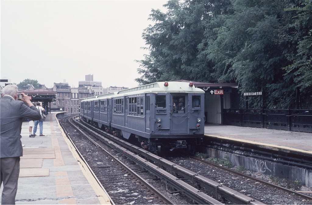 (212k, 1024x674)<br><b>Country:</b> United States<br><b>City:</b> New York<br><b>System:</b> New York City Transit<br><b>Line:</b> IRT West Side Line<br><b>Location:</b> Dyckman Street <br><b>Route:</b> Fan Trip<br><b>Car:</b> Low-V (Museum Train) 5443 <br><b>Photo by:</b> Glenn L. Rowe<br><b>Collection of:</b> Joe Testagrose<br><b>Date:</b> 9/8/1996<br><b>Viewed (this week/total):</b> 0 / 349