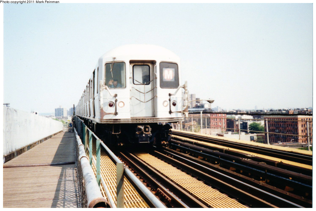 (310k, 1044x697)<br><b>Country:</b> United States<br><b>City:</b> New York<br><b>System:</b> New York City Transit<br><b>Line:</b> BMT Nassau Street/Jamaica Line<br><b>Location:</b> Williamsburg Bridge<br><b>Route:</b> M<br><b>Car:</b> R-40M (St. Louis, 1969)   <br><b>Photo by:</b> Mark S. Feinman<br><b>Date:</b> 7/1994<br><b>Viewed (this week/total):</b> 0 / 874