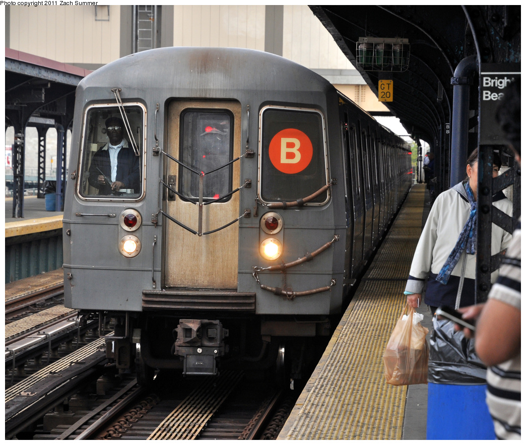 (434k, 1044x883)<br><b>Country:</b> United States<br><b>City:</b> New York<br><b>System:</b> New York City Transit<br><b>Line:</b> BMT Brighton Line<br><b>Location:</b> Brighton Beach <br><b>Route:</b> B<br><b>Car:</b> R-68A (Kawasaki, 1988-1989)  5040 <br><b>Photo by:</b> Zach Summer<br><b>Date:</b> 9/30/2011<br><b>Notes:</b> Last Day of Brighton Local B Service<br><b>Viewed (this week/total):</b> 1 / 422